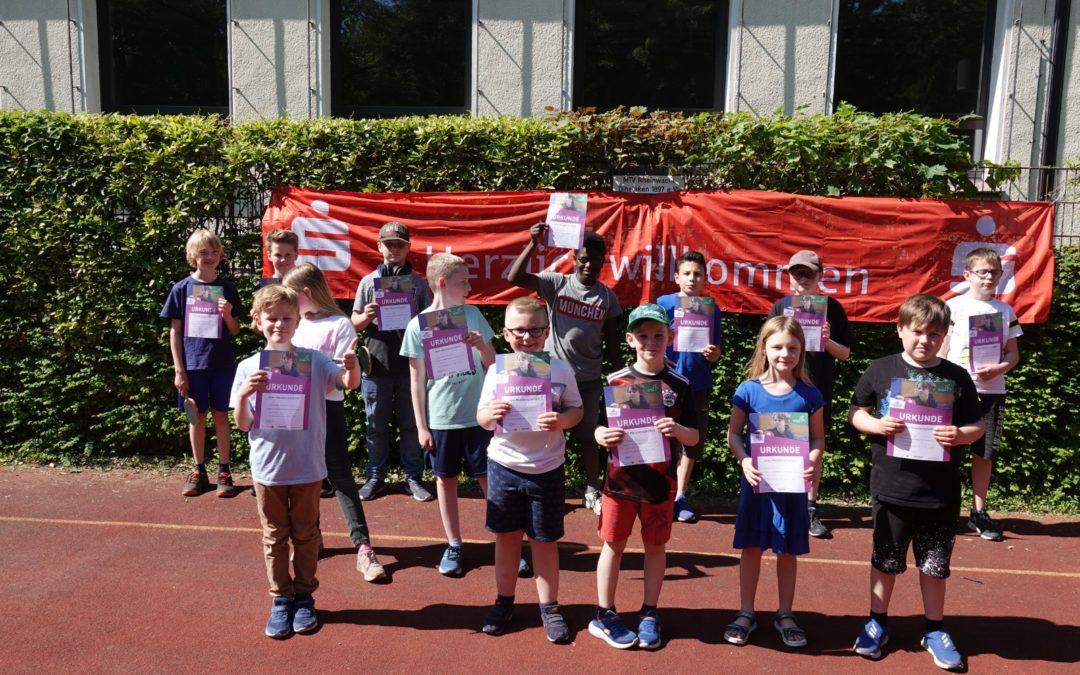 Tischtennis: Die neuen mini-Meister heißen Henry Jahnke und Henri Biefang