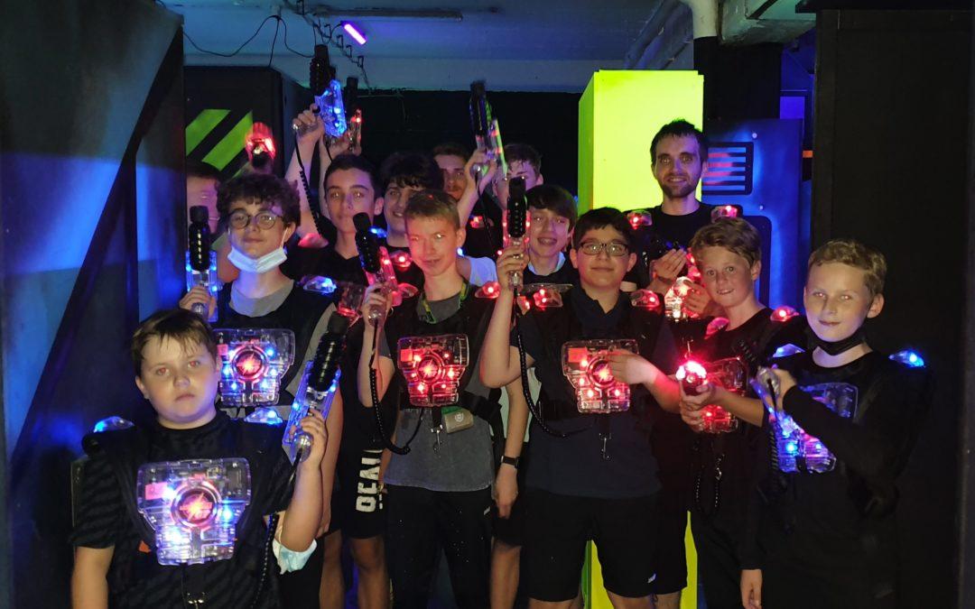 Tischtennisjugend macht Ausflug in die LaserZone Duisburg